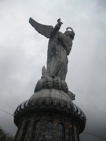 La Virgin del Panecillo: Virgin of Quito