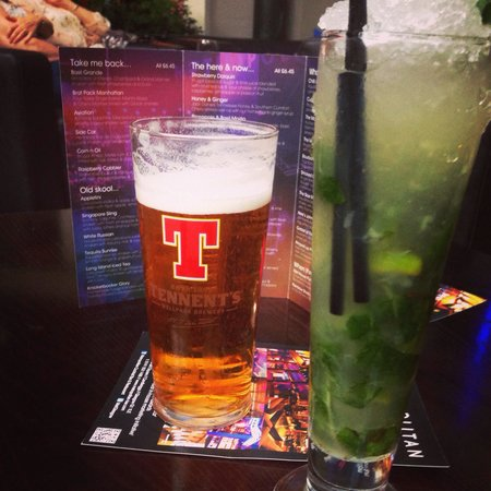 Metropolitan-bar: A pint of Tennants for him & a perfect Mojito for me!