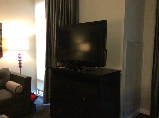 HYATT house Charlotte Center City: Large flat-screen TV