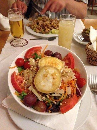Sa Volta Hotel: Salat mit warmen Ziegenkäse - Restauranr