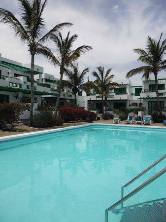 Nazaret Apartamentos: Block 2 and 3, main pool.