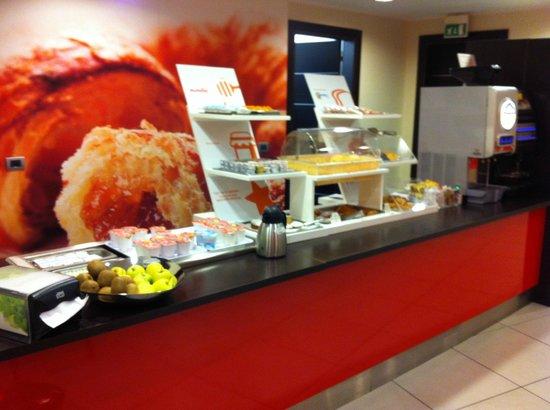 B&B Hotel Milano Monza: buffet colazione