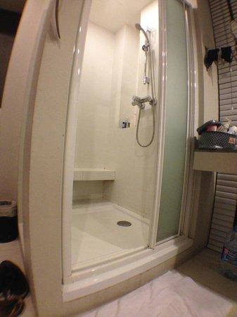 Metz Pratunam: Bathroom