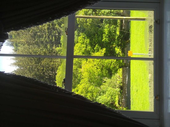 Dolgethin Guest House: Views over to the river