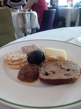 HIX Mayfair : Cheese and Biscuits