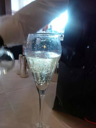 HIX Mayfair: Moet & Chandon Champagne