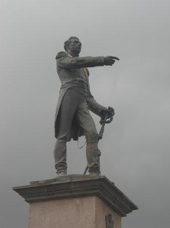 Santo Domingo Plaza (Plaza de Santa Domingo): Sucre points to his place of victory
