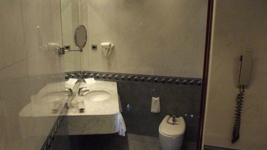 Hotel Garbi Millenni: Bathroom