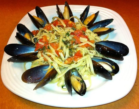 Amalfi's Italian Restaurant & Pizzeria : Mussels