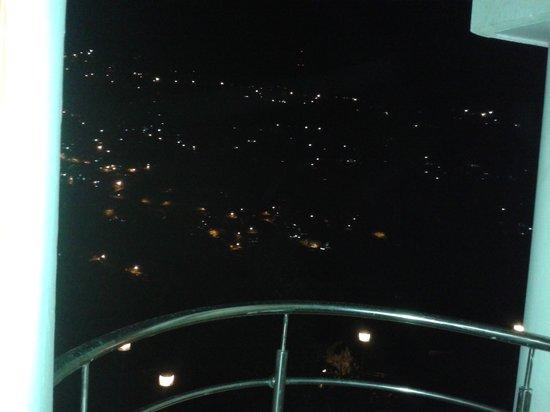 Hotel Oak Bush: Night view from room's balcony