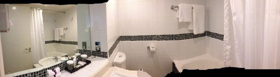 Mercure Manchester Piccadilly Hotel: Bathroom