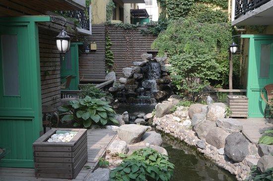 Beijing Jianguo Hotel: internal garden
