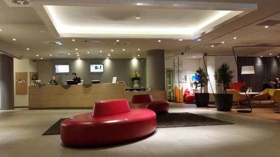 Hotel Novotel Den Haag City Centre : Hotel reception area