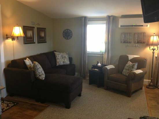 Piney Hill Bed & Breakfast : Family Room