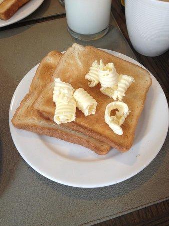 Metz Pratunam: Unlimited serving bread with butter