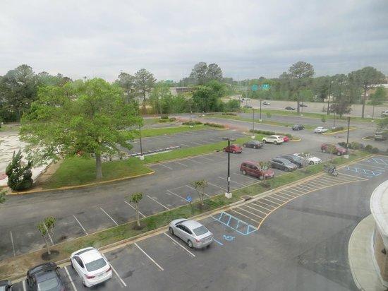 Holiday Inn Express Hampton Coliseum Central : Blick vom Zimmer auf den Parkplatz