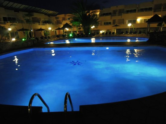 Hotel Arena: La piscine de nuit