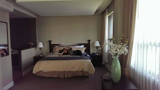 Century Plaza Hotel & Spa: This is me trying out the bed, very comfortable :)