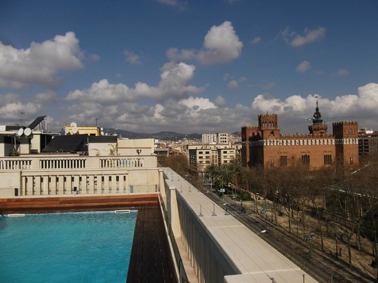 K+K Hotel Picasso : Rooftop plunge pool and view