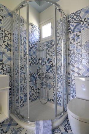 Avra Pension: Bathroom