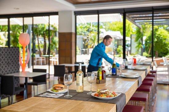 Aqua Hotel Aquamarina & Spa: Burger Club restaurant