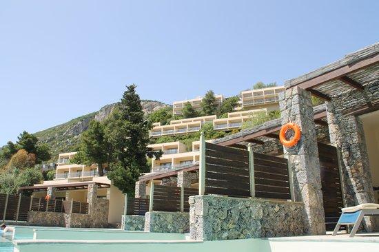 SENSIMAR Grand Mediterraneo Resort & Spa by Atlantica: looking up to main hotel area