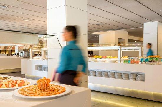 Aqua Hotel Aquamarina & Spa: Buffet restaurant