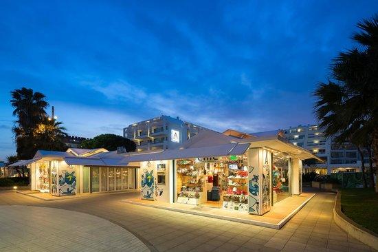 Aqua Hotel Aquamarina & Spa: Shops
