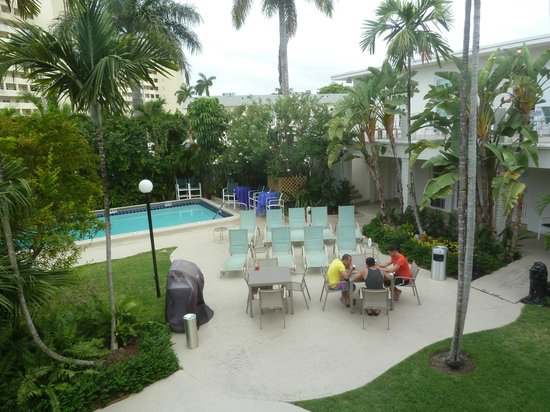 Grand Palm Plaza : pool view