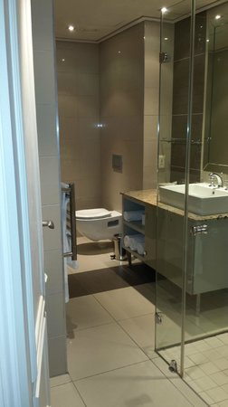 Cape Royale Luxury Hotel: Bathroom
