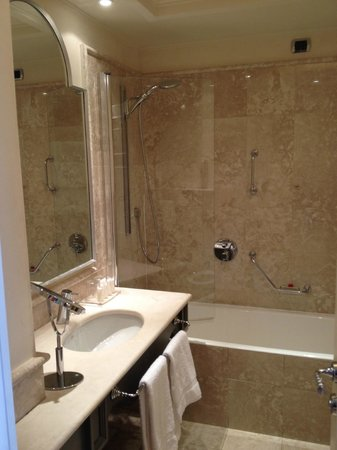 Starhotels Tuscany: shower