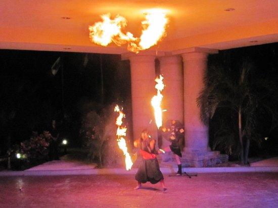 Hotel Marina El Cid Spa & Beach Resort: Fire Show at El Cid