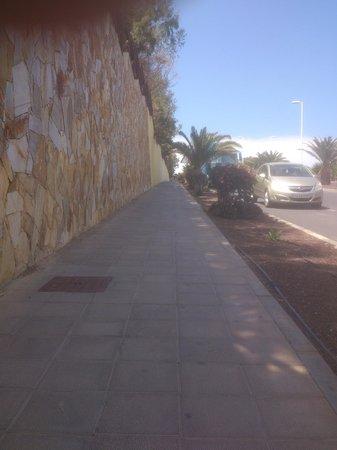 Occidental Jandia Playa: Sterk hellende weg naar het hotel