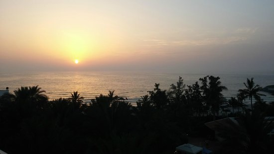 Kempinski Hotel Ajman: Coucher de soleil depuis la chambre
