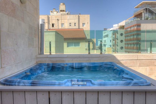 Hotel Ness Ziona : Rooftop suite with jacuzzi