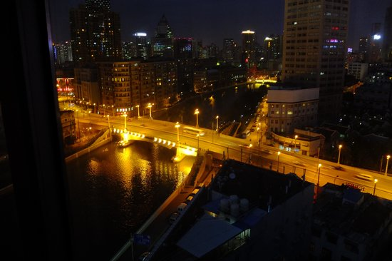 The Bund Riverside Hotel: View from Room 1108 at night