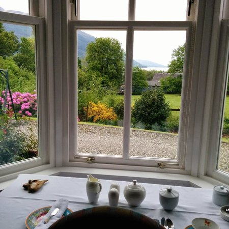 Glebe Country House Tarbet: Breakfast with a view