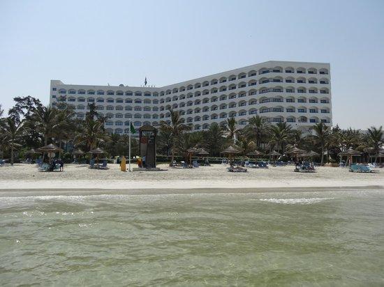 Kempinski Hotel Ajman: Hôtel depuis la plage
