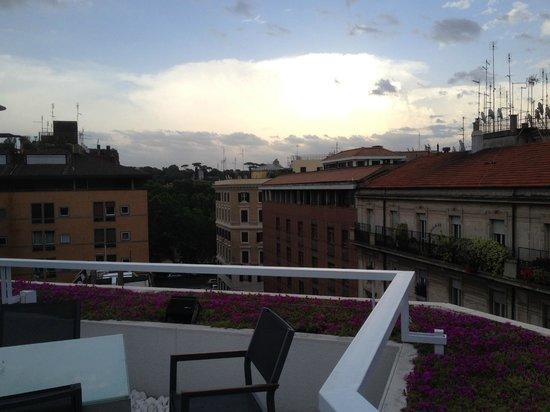 Le Meridien Visconti Rome: roof top bar view