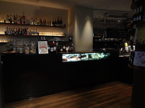 Pizza Salvatore Cuomo Nagatacho: お酒やカクテルの種類も多いです。