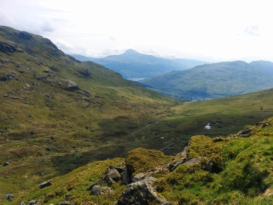 Glebe Country House Tarbet: Walk up to The Cobbler