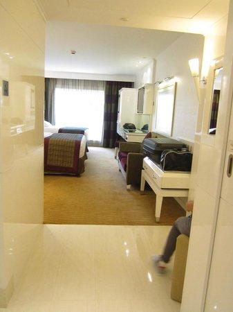 Le Meridien Dubai Hotel & Conference Centre : room's entry way
