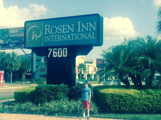 Rosen Inn International: I drive entrance