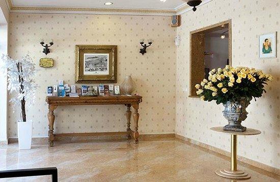 Hotel Ness Ziona : Entrance, lobby