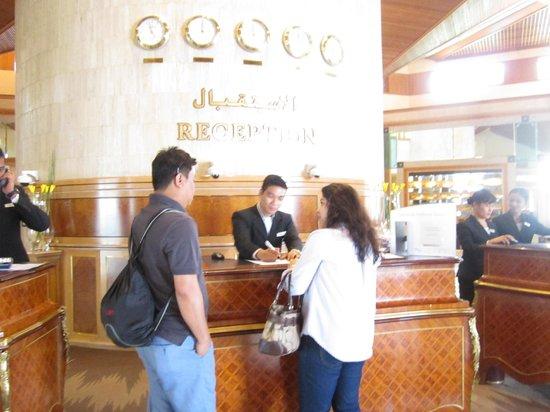 Le Meridien Dubai Hotel U0026 Conference Centre: Front Desk/reception Desk Ideas