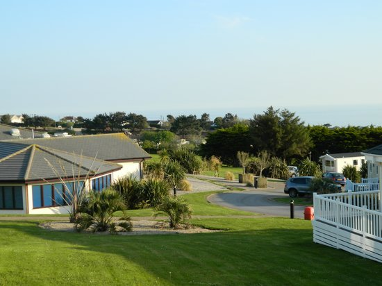 Praa Sands Holiday Park: Looking towards the Club House and the sea.