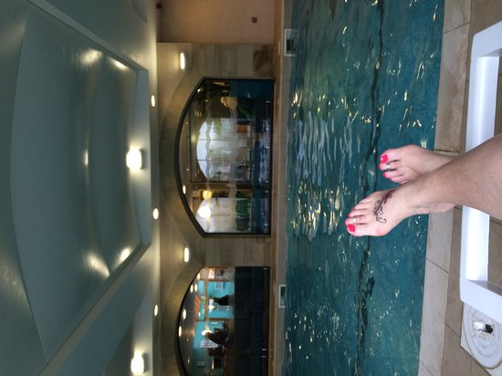 Tankersley Manor Hotel - QHotels: Chilling by the pool