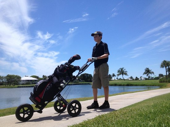 The Dunes Golf & Tennis Club : Sam Arensman walking The Dunes golf course