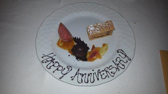Weekapaug Inn: Anniversary Dessert