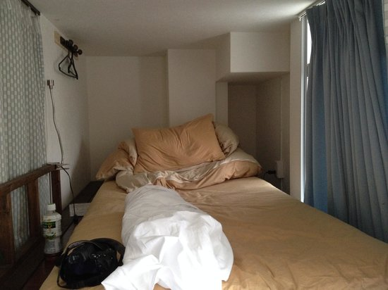 J-Hoppers Kyoto Guest House: 2段ベット上部は、やや狭め?